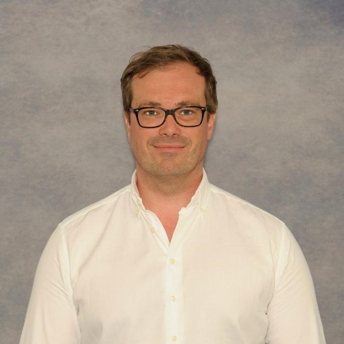 Dr. Julian Sprau